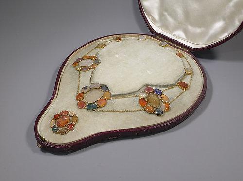 Rare Antique 15ct Gold Mounted Roman Hard Stone Intaglio Necklace & Brooch Cased
