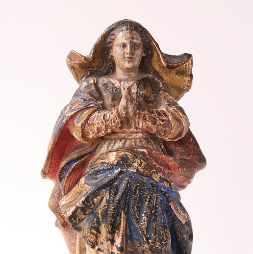 17th/18th Century wood carving of the Virgin Mary Close Up
