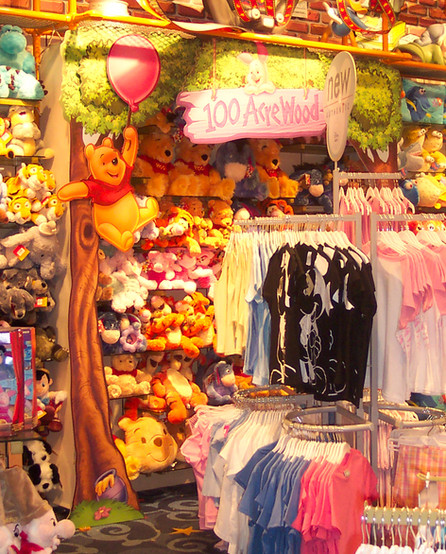 DISNEY STORE 100 ACRE WOOD RETAIL WALL I