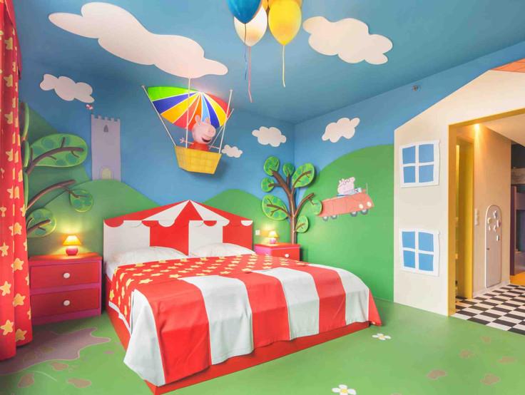 peppa balloon room.jpg