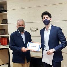 Jesús Martínez Alegre, ex Decano del CITOP Madrid, ha entregado el Premio a Pablo Tardío