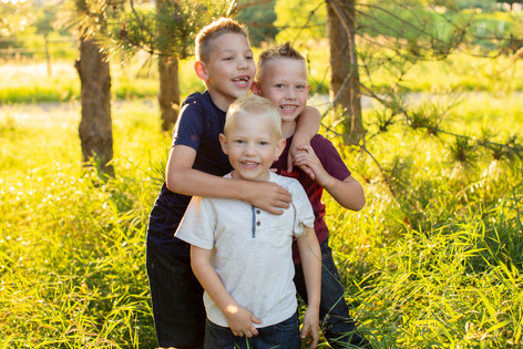 Nature-family-session-Prescott-WI-10.jpg