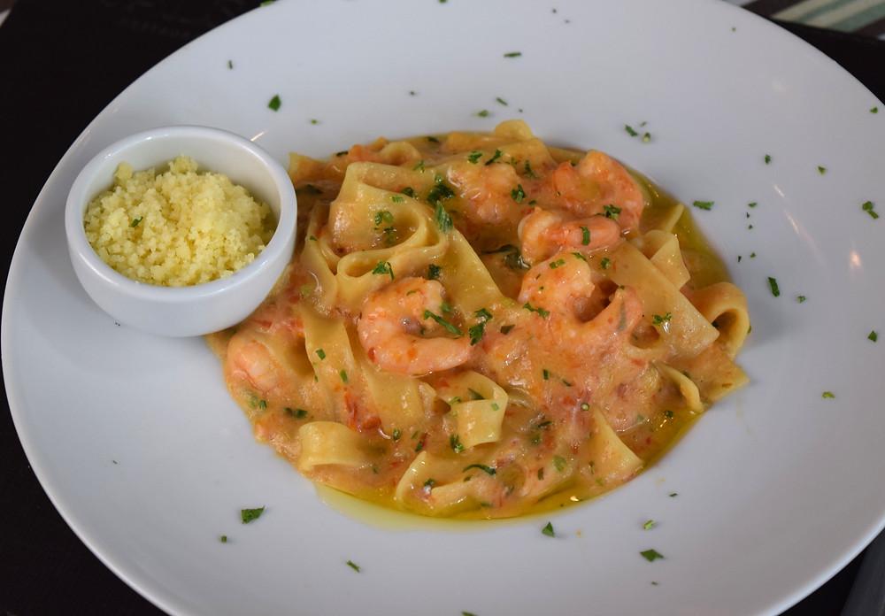 Massa com Camarão - Restaurante Divina Salsa