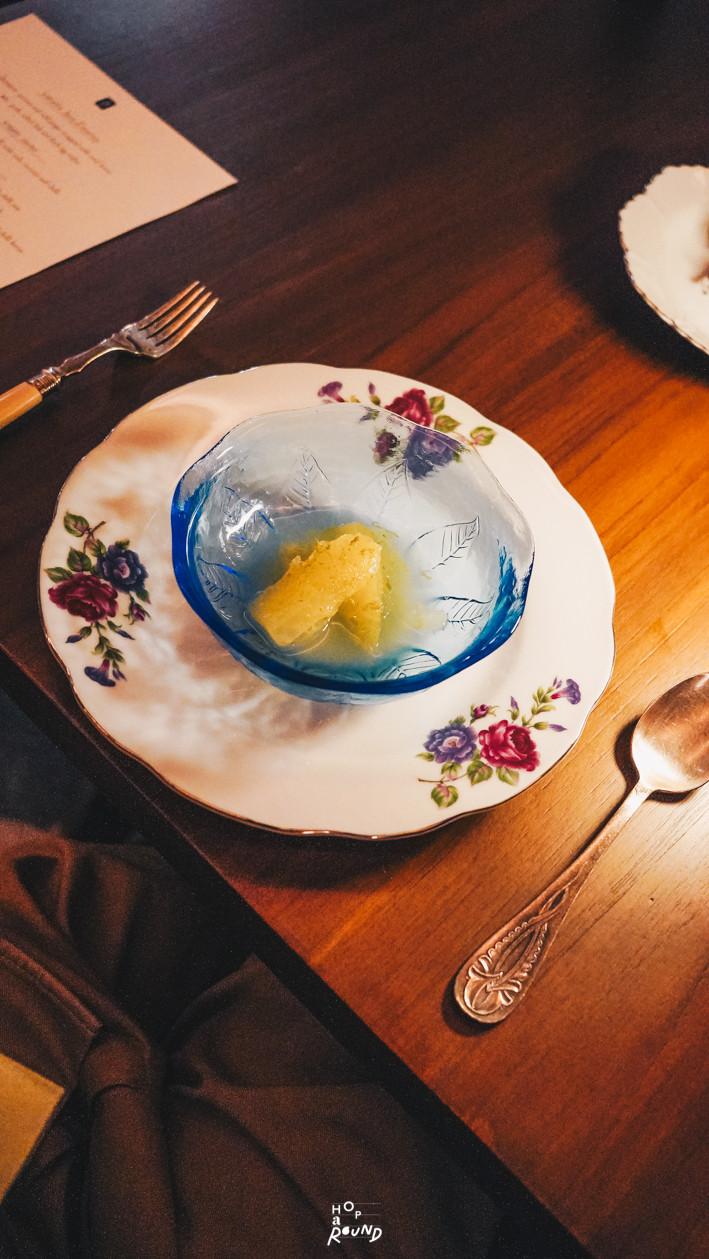 มะเฟืองลอยแก้ว Aksorn ย้อนรอยต้นตำรับอาหารไทยยุค Post-WWII รีวิวห้องอาหารอักษร เจริญกรุง เซ็นทรัล ดิ ออริจินัลสโตร์ จากเชฟ David Thompson รีวิวร้านอาหาร อาหารไทยโบราณ ขนมไทยโบราณ สูตรต้นตำรับ ร้านอาหารไทย ย่านเจริญกรุง