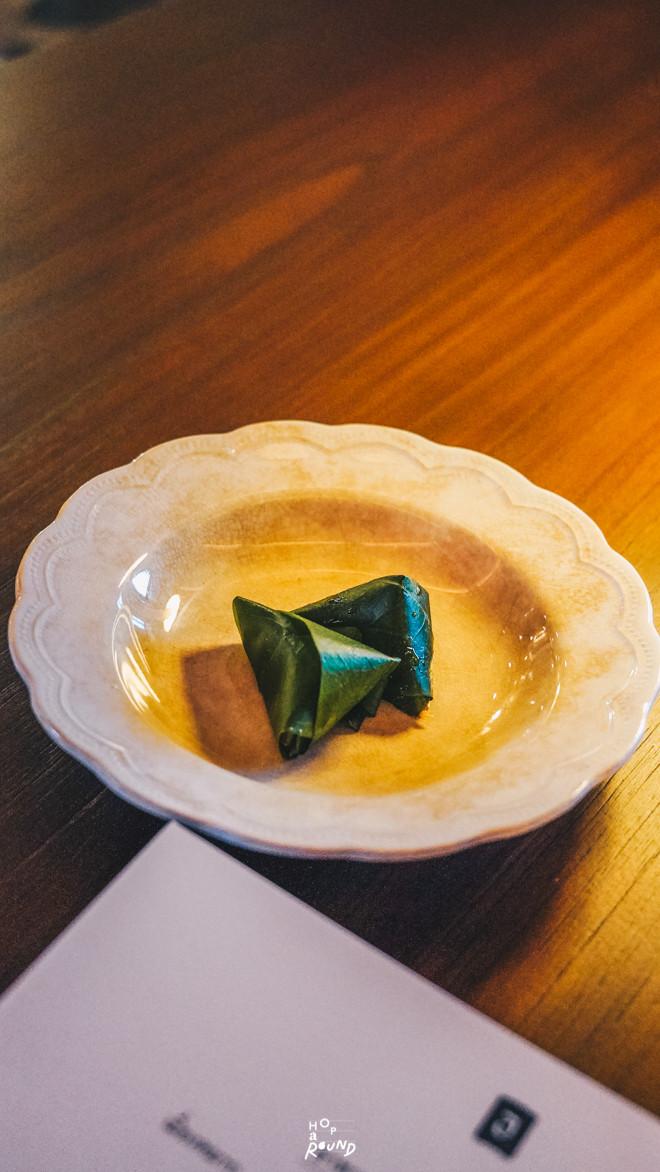 เมี่ยงหมาก Aksorn ย้อนรอยต้นตำรับอาหารไทยยุค Post-WWII รีวิวห้องอาหารอักษร เจริญกรุง เซ็นทรัล ดิ ออริจินัลสโตร์ จากเชฟ David Thompson รีวิวร้านอาหาร อาหารไทยโบราณ ขนมไทยโบราณ สูตรต้นตำรับ ร้านอาหารไทย ย่านเจริญกรุง