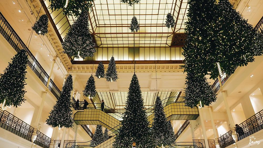 ต้นคริสต์มาสลอยได้ สงสัยได้แรงบันดาลใจมาจาก Hogwarts