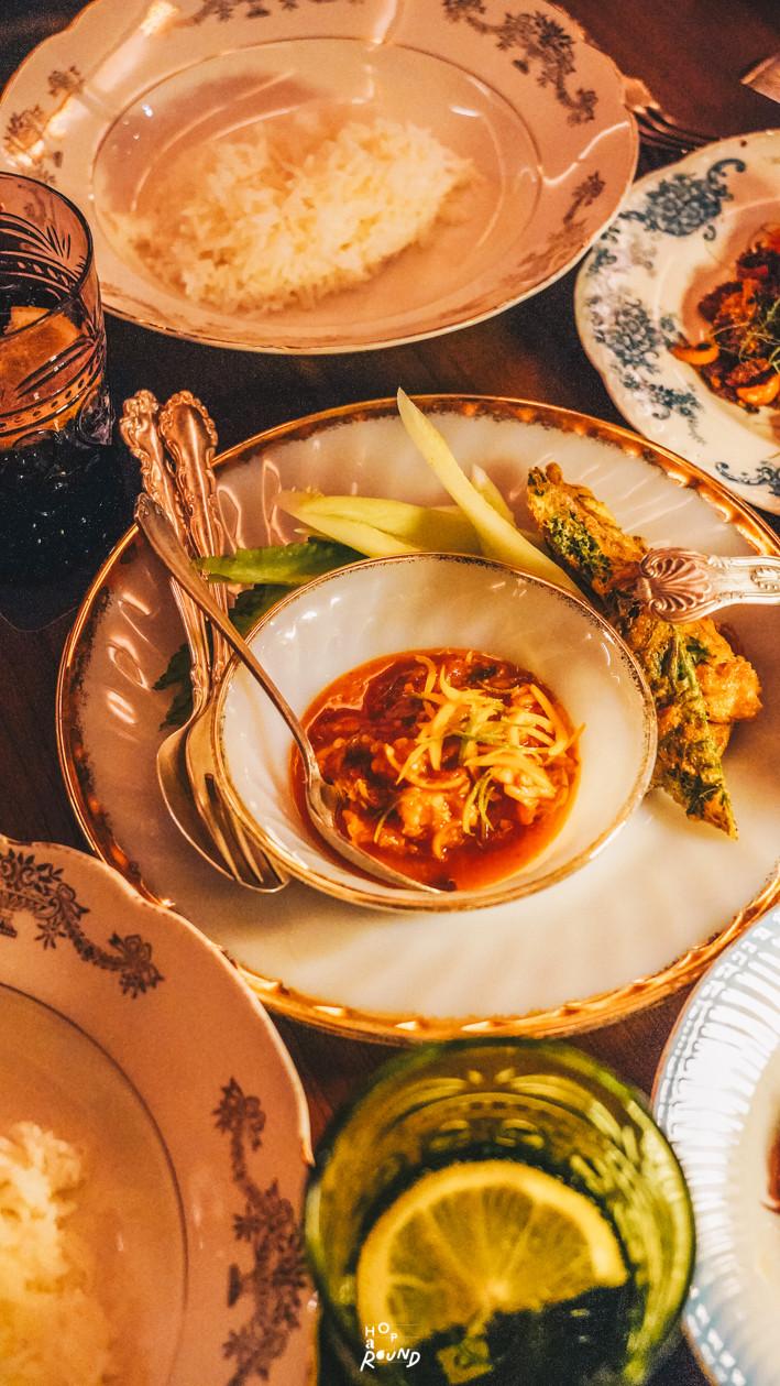 น้ำพริกนครบาล Aksorn ย้อนรอยต้นตำรับอาหารไทยยุค Post-WWII รีวิวห้องอาหารอักษร เจริญกรุง เซ็นทรัล ดิ ออริจินัลสโตร์ จากเชฟ David Thompson รีวิวร้านอาหาร อาหารไทยโบราณ ขนมไทยโบราณ สูตรต้นตำรับ ร้านอาหารไทย ย่านเจริญกรุง