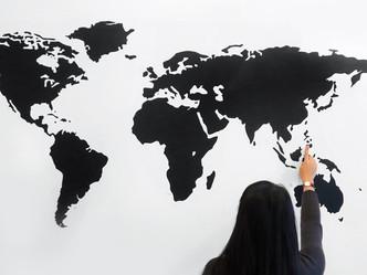 Chica de 24 años gana casi 70 mil dólares al mes mientras viaja por el mundo