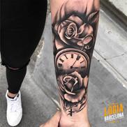 tatuaje_brazo_reloj_rosa_rosario_spiros_
