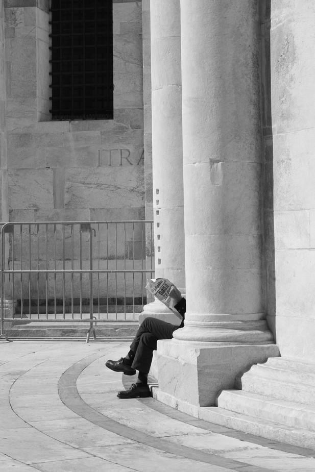 Man Reading, Pisa, Multiple Award Winner