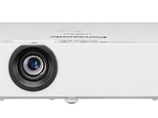 Офисные проекторы Panasonic серии PT-LB426: высокий контраст, подстройка под окружающее освещение и