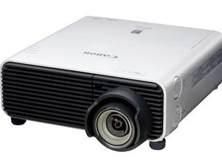 Canon выпускает новый инсталляционный проектор: компактную, экономичную и универсальную короткофокус