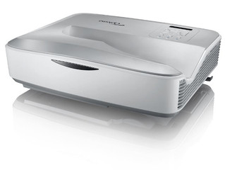 С расстояния полшага: универсальный ультракороткофокусный проектор Optoma HZ45UST