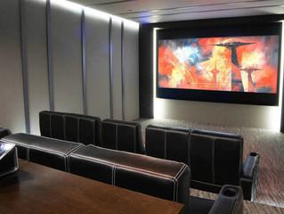 Seymour Screen Excellence запустила серию проекционных 4K/16K-экранов Trim с моторизированной систе