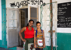 women-restaurant-owner-mozambique-5x7