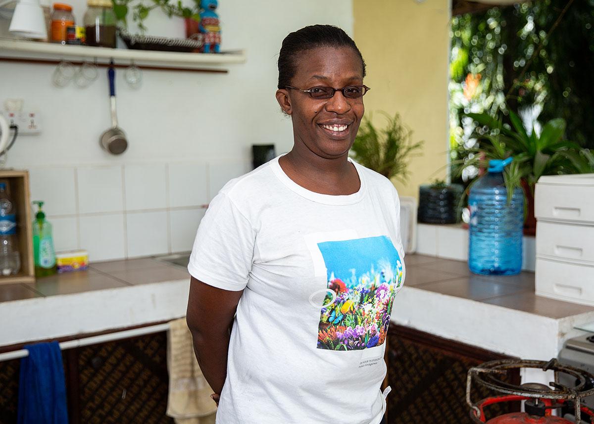 dar-es-salaam-tanzania-hostel-staff