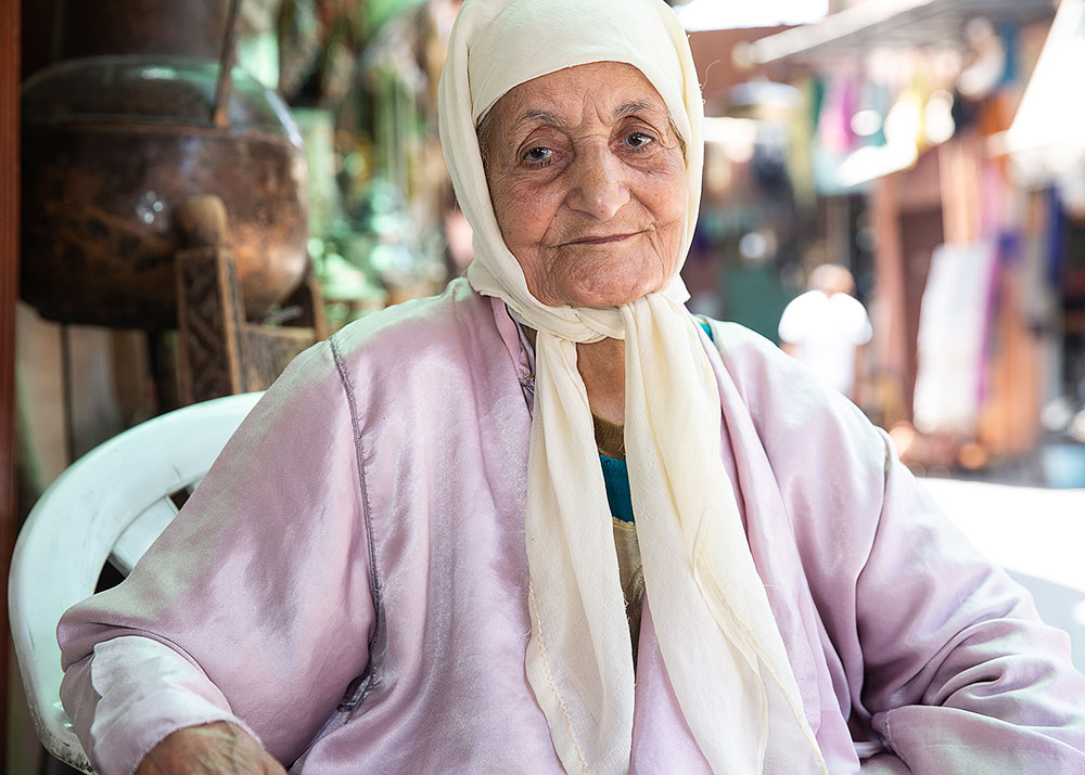 old-woman-marrakech-souk-5x7