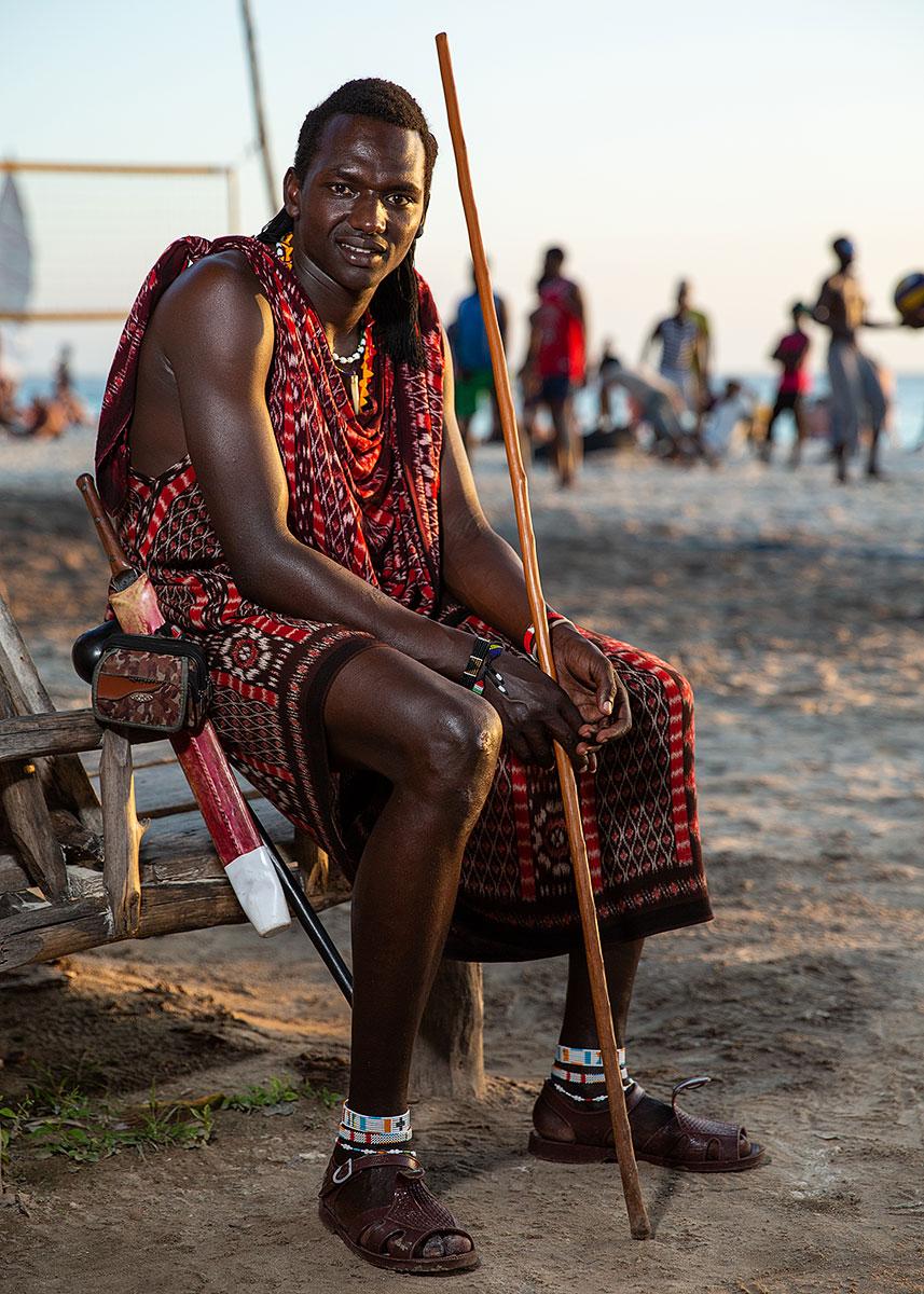 maasai-mara-tanzania-man-outfit