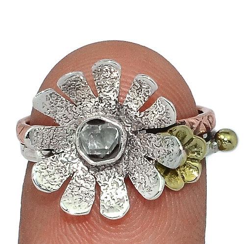 Кольцо серебро 925 ручной работы с бриллиантом Геркмайера натуральным (р.17.7)