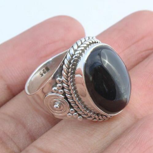 Кольцо серебро 925 ручной работы с хромдиопсидом (черной звездой)17,7