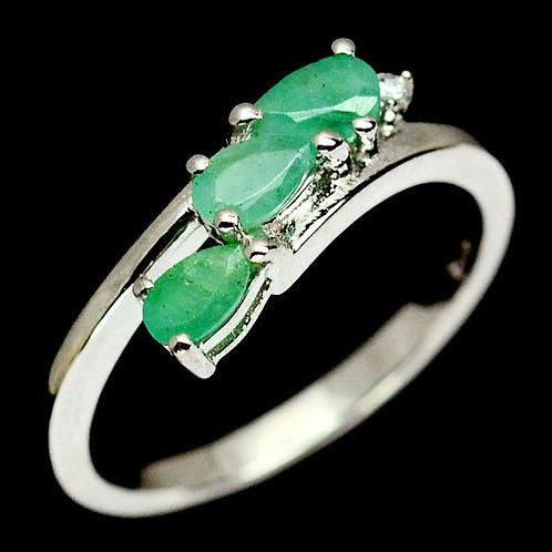 Кольцо серебро 925 c изумрудом натуральным (р.17.1)