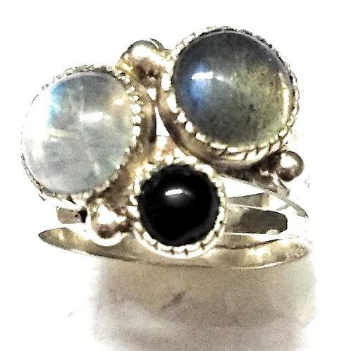 Кольцо серебро 925 ручной работы с лабрадоритом и лунным камнем (17.3)арт.102048