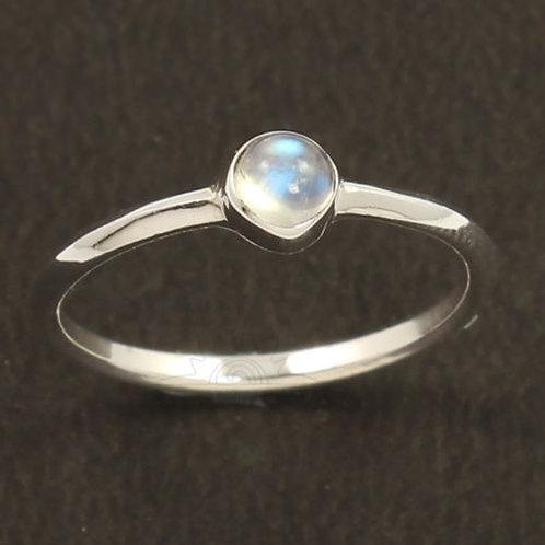 Кольцо серебро 925 ручной работы с лунным камнем натуральным 4х4 мм