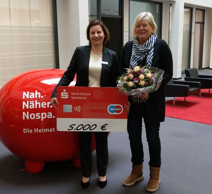 5.000 Euro für eine neue Küche Flensburgerin gewinnt beim Los-Sparen