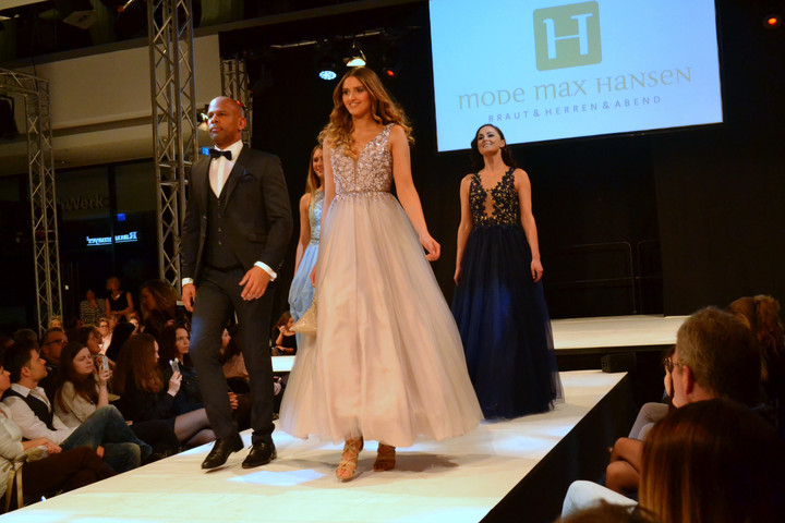 Große Mode-Gala: Musik, Tanz und Show auf dem Laufsteg