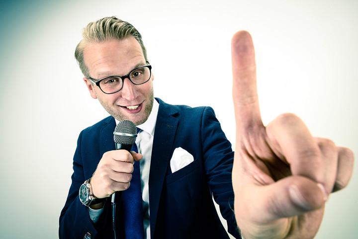 VERLOSUNG: Benni Stark, #kleider.lachen.leute 02.06.2018 um 20:00 Uhr in Schleswig