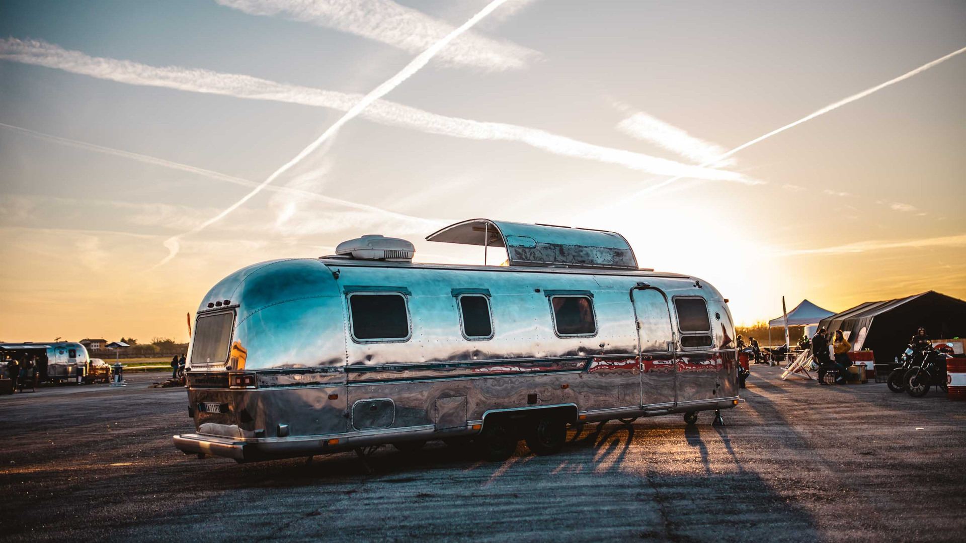 airstream 29feed by officine vivaldi at sunset