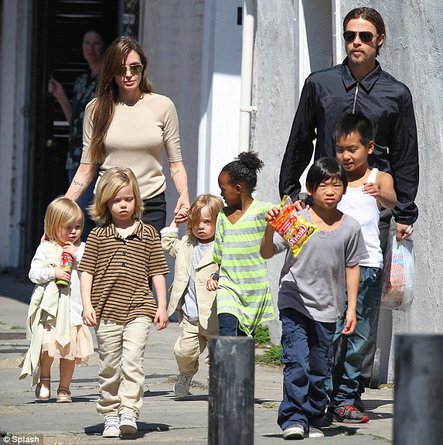 Brad Pitt to move to South Africa