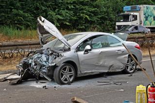 Frontal-Crash auf Überholstreifen der A1 - Zwei Schwerverletzte, elf Kilometer Stau