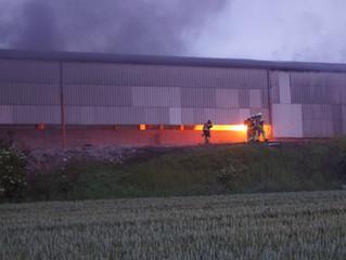 Feuer in leerstehender Lagerhalle