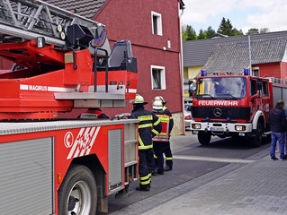 Brandstiftung in Mehrfamilienhaus