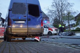 Roller nach Unfall ausgebrannt: Zwei Schwerverletzte