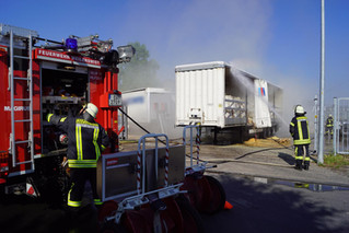 Lkw-Auflieger fing Feuer