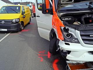 Eine leichtverletzte bei Verkehrsunfall mit Rettungswagen