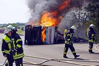 Sattelzug brannte komplett aus
