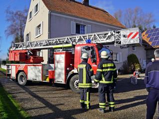 Fünf Verletzte nach Zimmerbrand