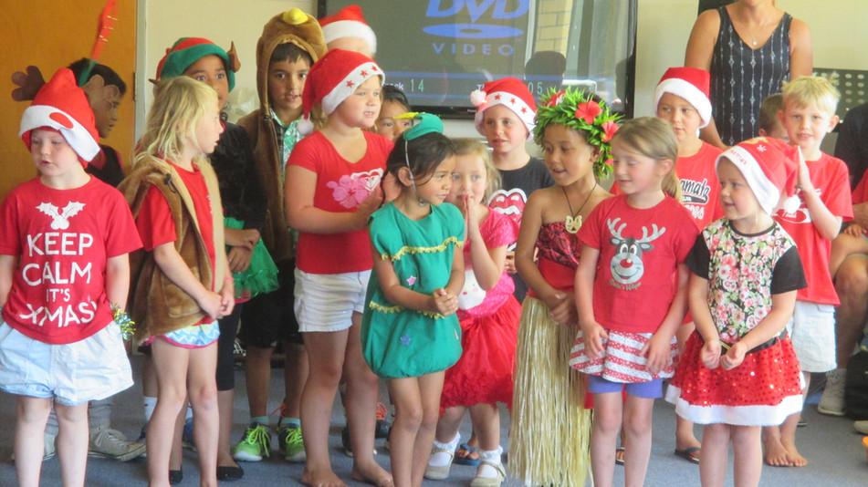 Opoutere School children singing Christmas carols