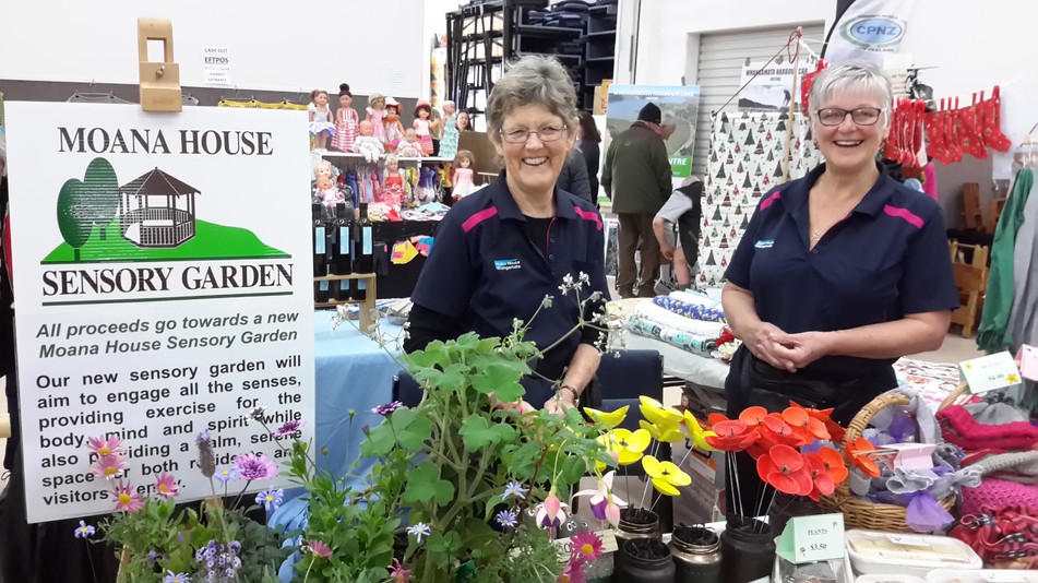 Chris & Lou manning the market stall