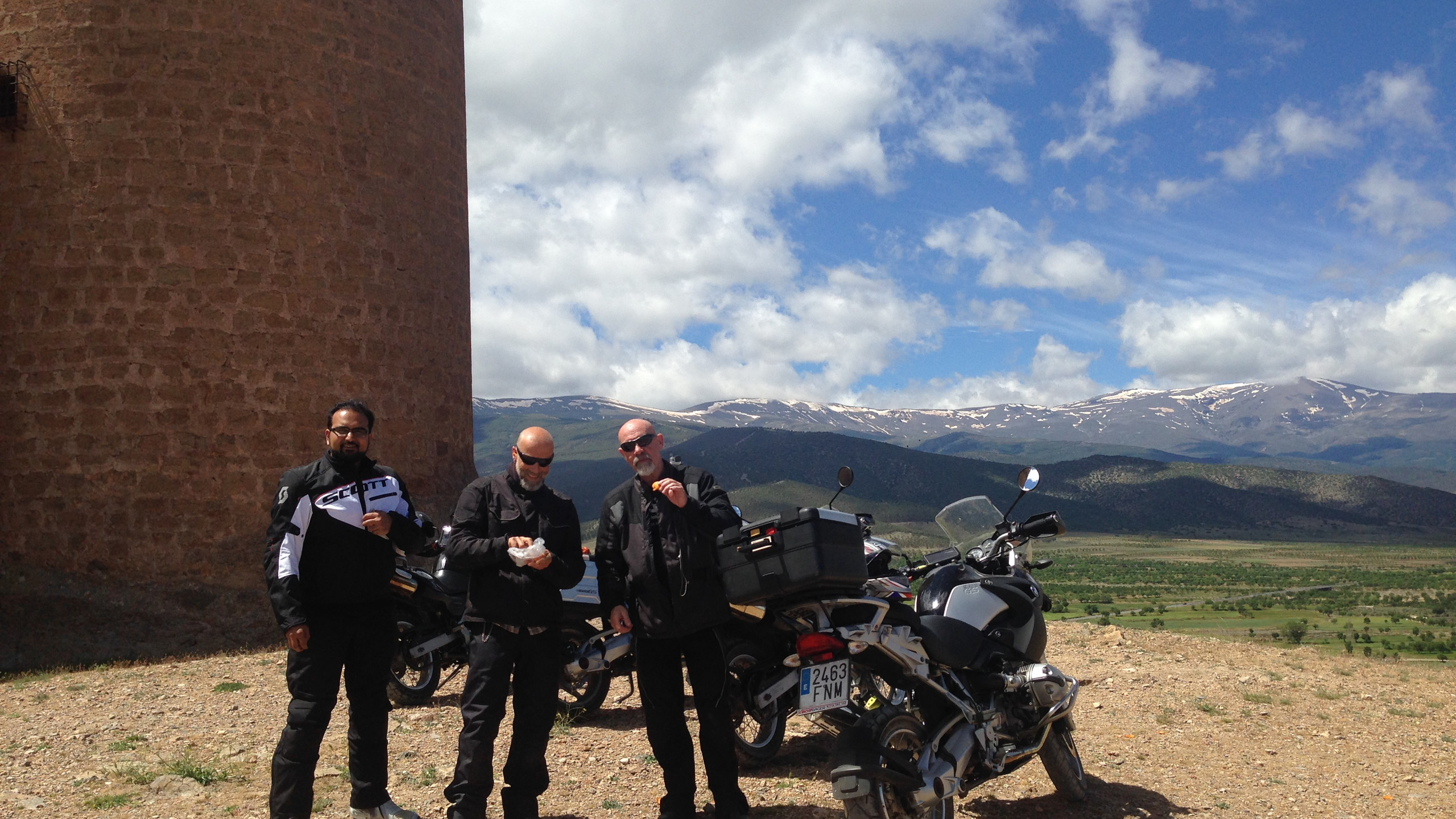 A motorcyclists well deserved pit-stop