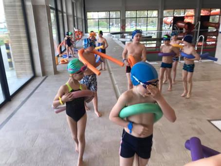 Sekcja pływacka doskonali formę