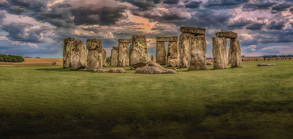 Stonehenge-under-nimbostratus-clouds-161