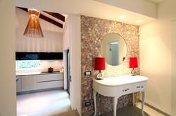 עיצוב קיר יציאה משירותי האורחים