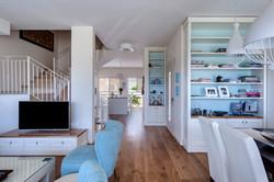 חלל מקשר בין הסלון למטבח