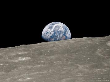 Earthrise_Apollo8_2018.jpg