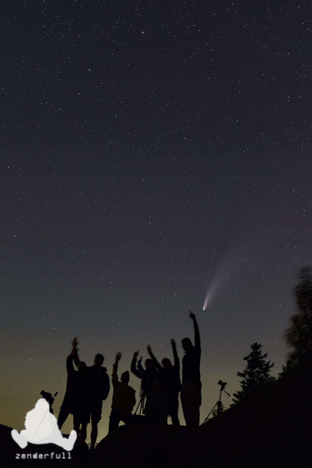 Comet with people in the foreground