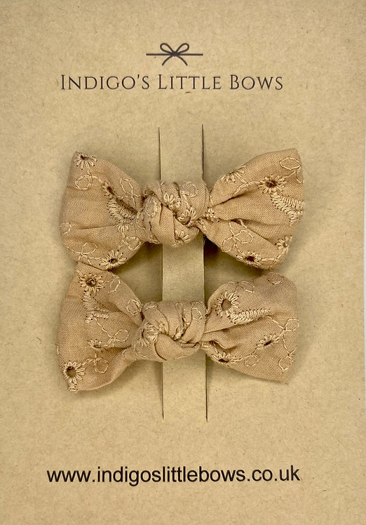 Beige Broderie Pigtail Clips